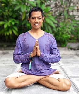 Putu Dwijendra yoga teacher