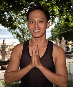 Sandy Guruh yoga teacher